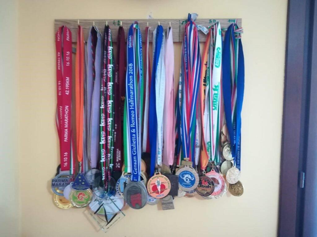 Il medagliere dell'ultramaratoneta Orlando Greco