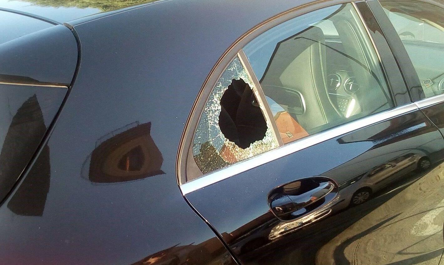 San Lazzaro, i residenti: «Macchine prese d'assedio dai vandali»